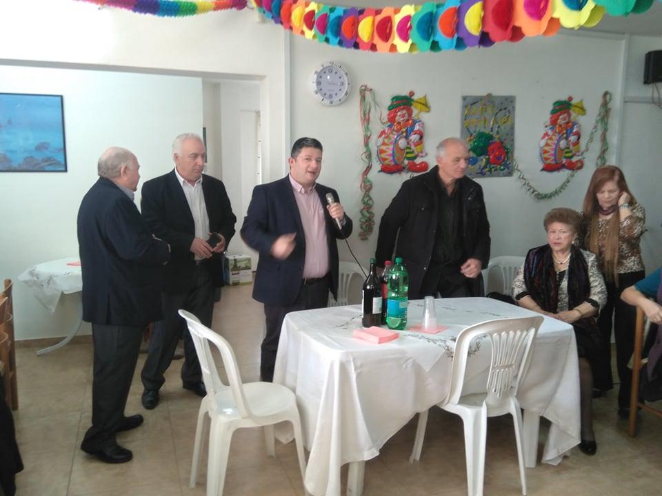 Τσικνοπέμπτη με επισκέψεις στα ΚΑΠΗ του Δήμου Αχαρνών για τον Σπύρο Βρεττό