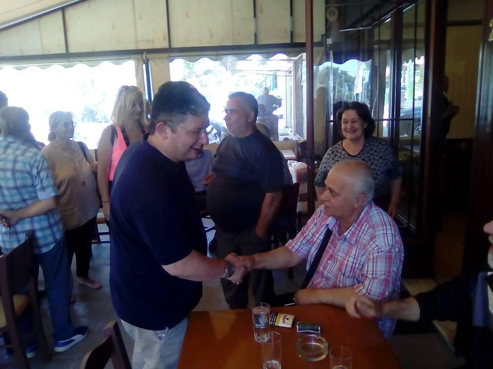 Συνεχίζει τις περιοδείες του στις γειτονιές των Αχαρνών ο νικητής των εκλογών Σπύρος Βρεττός